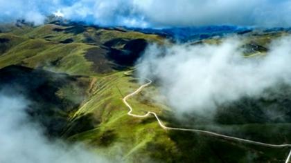"""壤塘""""尚藍天路"""":穿行雲端的脫貧致富路"""