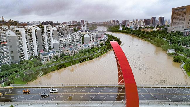 湖北鹹寧連日暴雨 多部門緊急救援除險