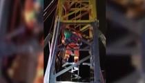 雲南迪慶:7歲男孩被困30米塔吊頂端近4小時