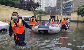 湖北多地暴雨 受困群眾安全轉移