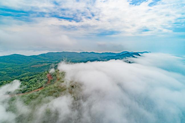 白雲深處施工忙 航拍白雲山風電項目汛期建設