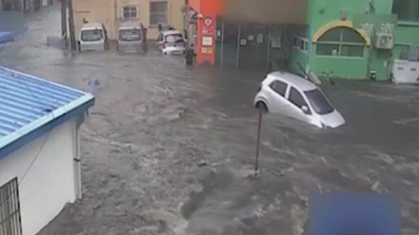 突降暴雨 韓國釜山道路變汪洋