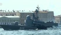 俄海軍節水上閱兵舉行首次日間彩排