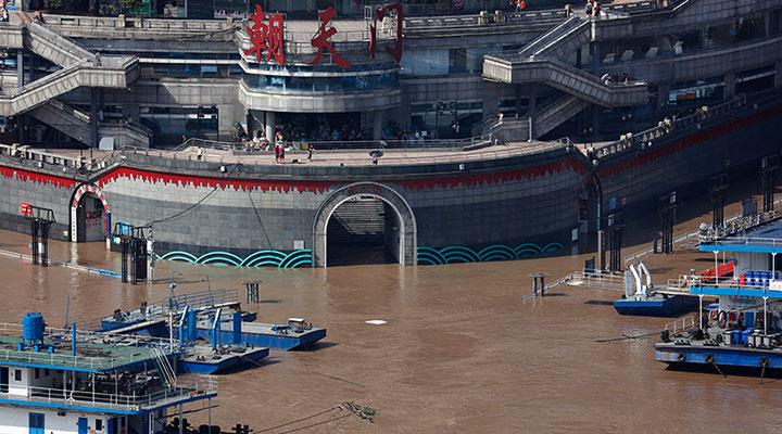 直擊洪水過境重慶主城 朝天門碼頭門洞部分被淹
