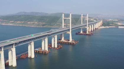 """【飛""""閱""""中國】鋪上最後一根長軌 這條鐵路年底開通"""