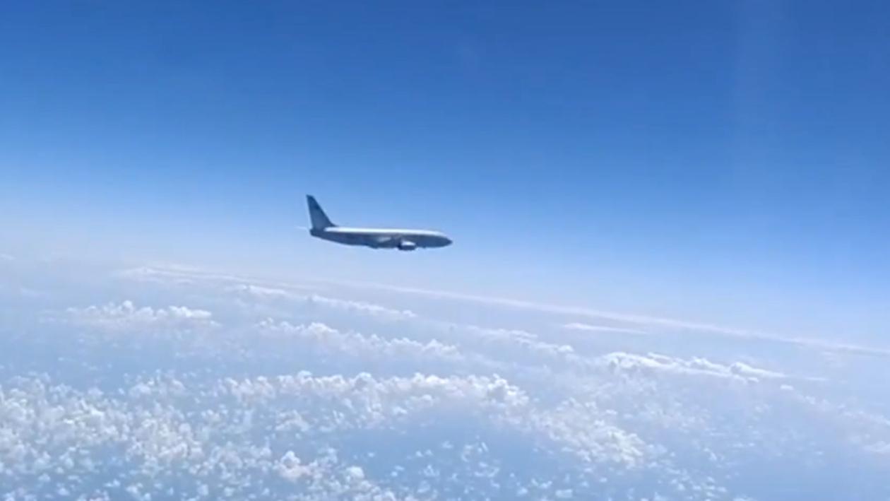 俄戰機黑海上空再次攔截美軍偵察機