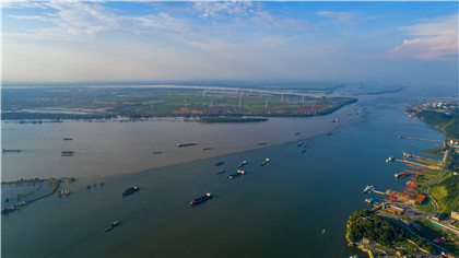 """鄱陽湖水位緩退 江西湖口再現""""江湖兩色"""""""