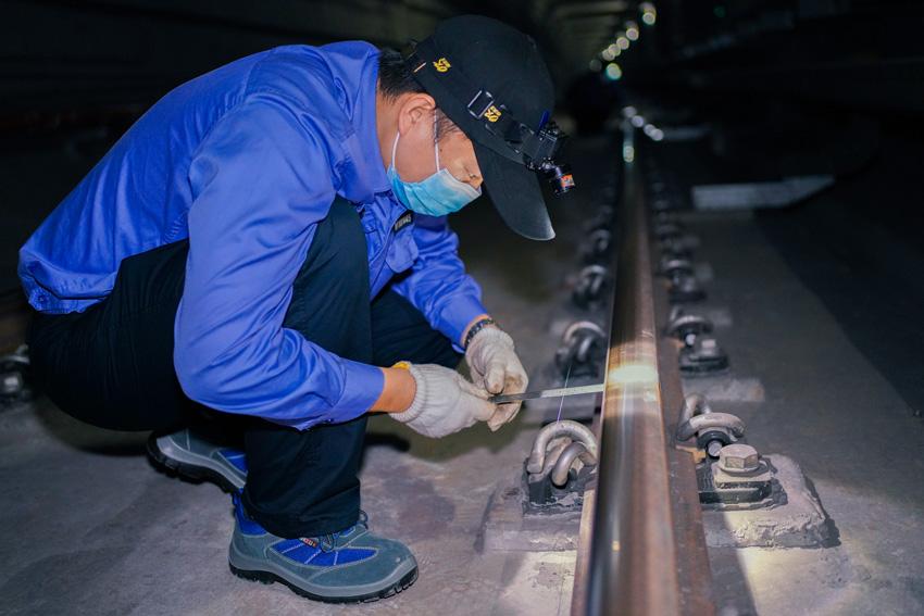 高溫下的勞動者丨武漢地鐵備戰開學季