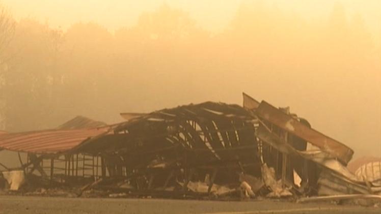 美國西海岸山火持續 33人死亡