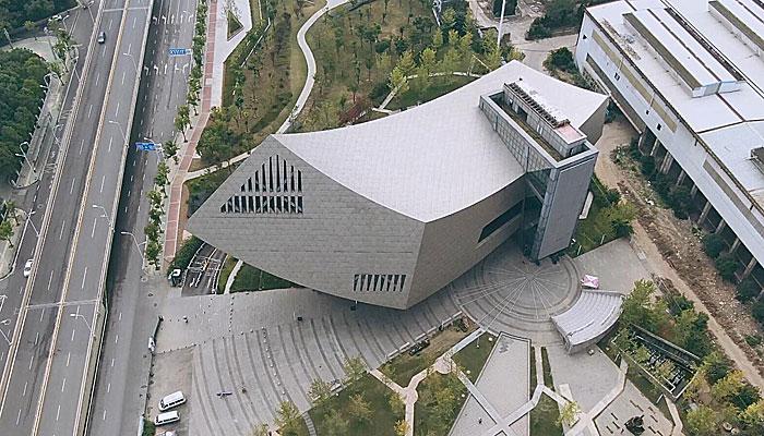 航拍張之洞與武漢博物館 似乘風破浪鋼鐵巨輪