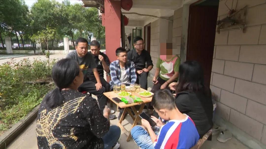 浙江平湖72名學生眾籌 幫助離世老師父母