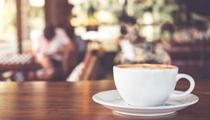 """老板娘帶領聾人服務員開""""無聲咖啡館"""" :他們很有歸屬感"""