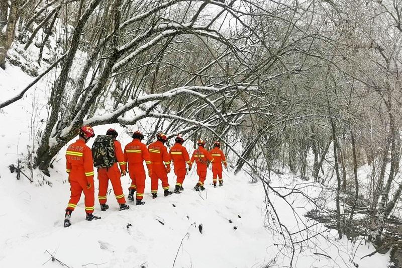 """風雪中的一抹""""橙"""" 大山裏的護林人"""