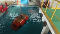 直升機落水翻滾360度飛行員模擬逃生