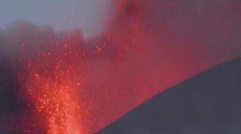 意大利埃特納火山噴發 岩漿高達數米
