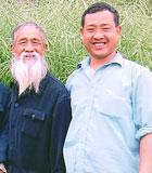 """""""油菜花父子""""沈克泉、沈昌健:35年辛勞,1000多次試驗,兩代人的接力……為培養出優質油菜品種,沈克泉、沈昌健這對農民父子在追夢的路上前赴後繼、執著守望。"""