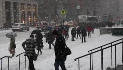 美國:暴風雪席卷中西部 數百航班取消