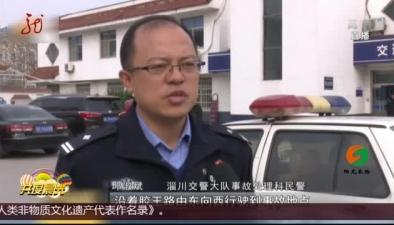 山東:男子被壓車底 眾人20秒救出