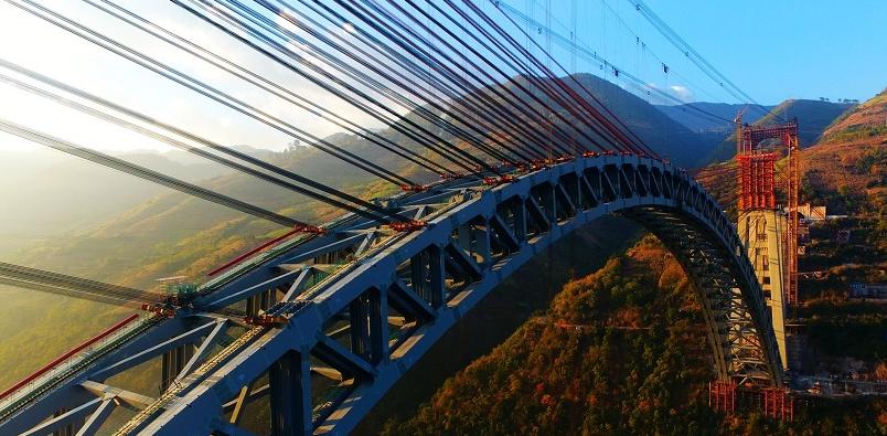 大瑞鐵路怒江四線特大橋完成合龍