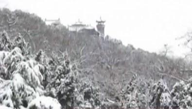 山東:雪花飄落亭臺樓閣 美景如畫