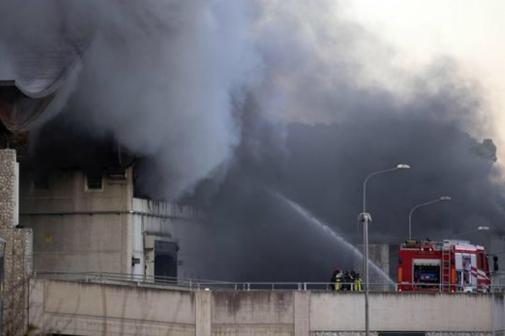 意大利:垃圾處理廠起火 濃煙污染空氣
