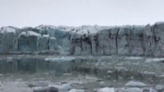 冰島:冰川崩塌 嚇壞遊客