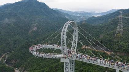刺激!來看看500米高空的玻璃廊橋
