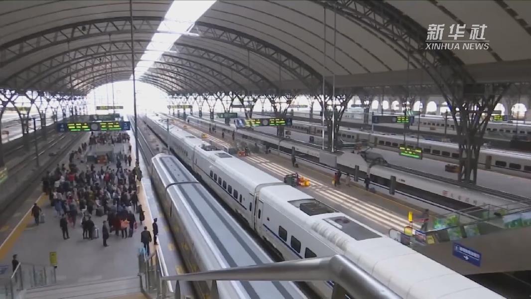 武漢鐵路警方4小時內找回20萬元遺失現金
