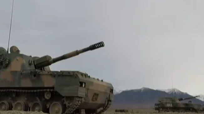 陸軍:大漠戈壁 炮兵群跨晝夜實彈射擊