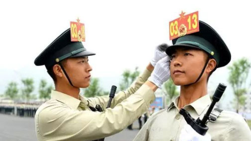驕傲!雙胞胎兄弟共同走上國慶閱兵場!