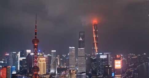 上海:城市地標亮燈為武漢加油