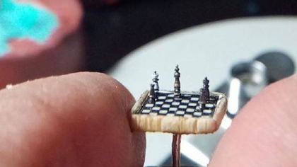 比指甲蓋還小! 土耳其微雕藝術家雕出超小國際象棋