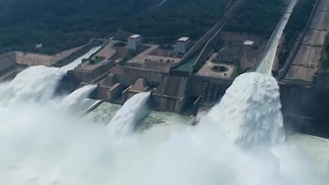 河南:黃河汛期臨近 小浪底泄洪騰庫容