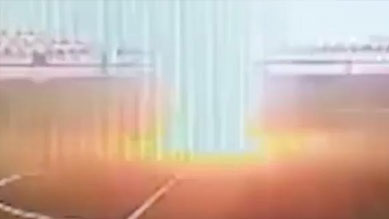 俄羅斯16歲足球運動員訓練時被閃電擊中項鏈昏迷