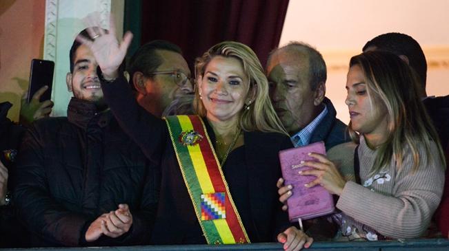 玻利維亞臨時總統阿涅斯感染新冠肺炎