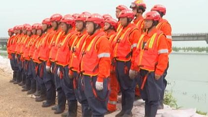 江西:黨員突擊隊衝鋒在前 奮戰在防汛一線