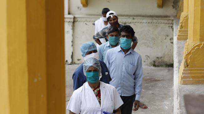 印度新冠肺炎累計確診病例數逼近240萬