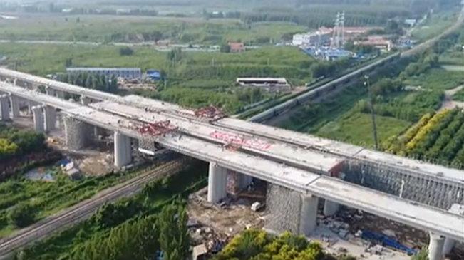 天津:三條高鐵線路跨津薊鐵路連續梁合龍