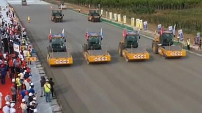 京雄高速公路開展無人駕駛機械集群施工