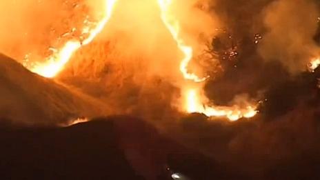 美國:高溫強風天氣持續 加州多地仍有新發山火