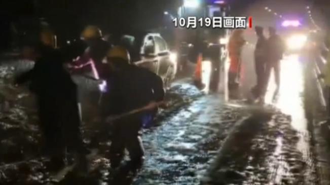 海南:高速公路塌方 緊急清理完畢已恢復通車