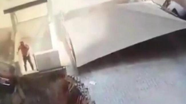 驚魂!沙特停車場塌陷 男子僥幸躲過一劫