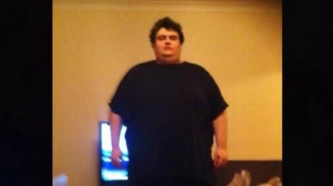 無語!暴飲暴食胖到317公斤 起重機吊出家門就醫