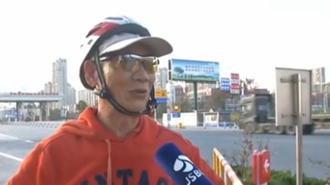 """江蘇:武漢老人騎行赴南京 只為兌現""""諾言"""""""