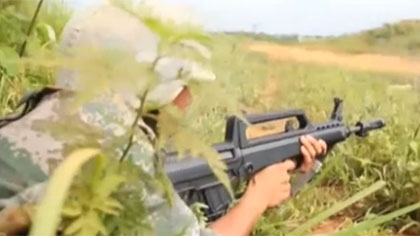 陸軍某合成旅:實兵對抗 檢驗多兵種合成作戰能力