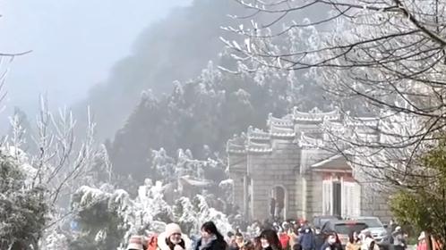 湖南:霧凇景觀 吸引遊客賞景拍照