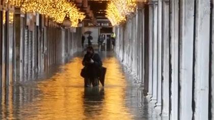 1.38米! 洪水襲擊意大利水城威尼斯
