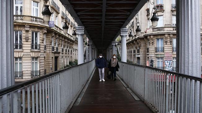 法國全境將宵禁至少15天