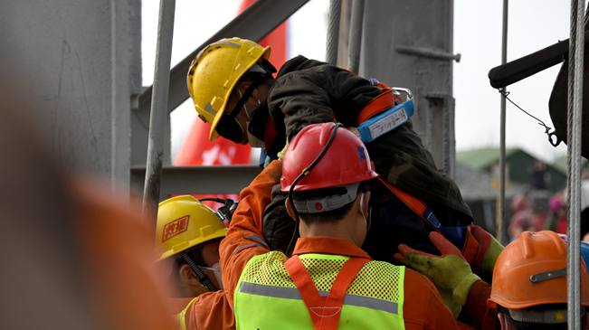 山東棲霞:已有11名被困礦工成功獲救