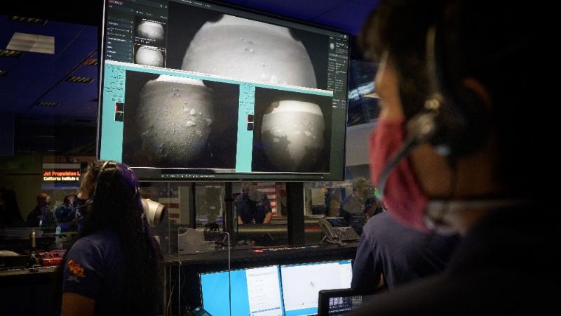 美國毅力號火星車在火星成功著陸